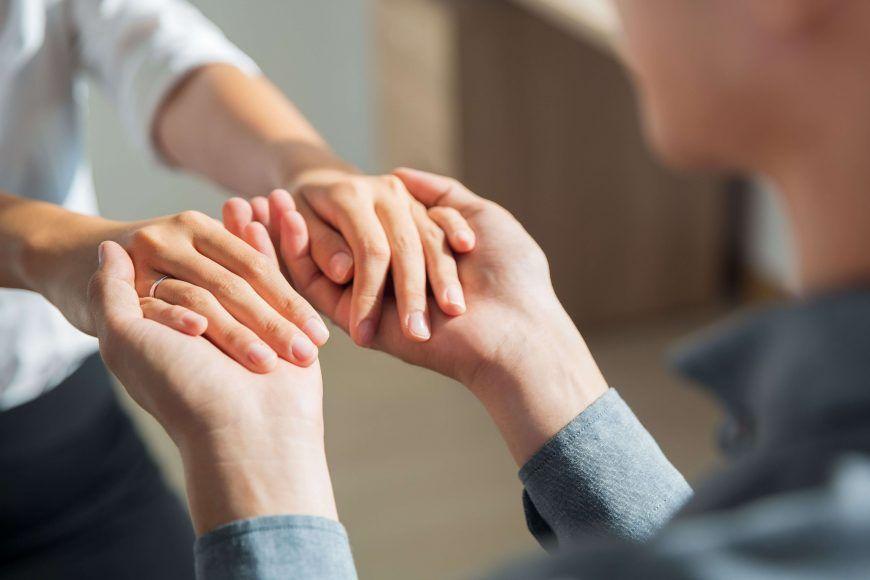 ¿Cómo puedo ayudar a mi amigo, pareja o familiar con depresión?
